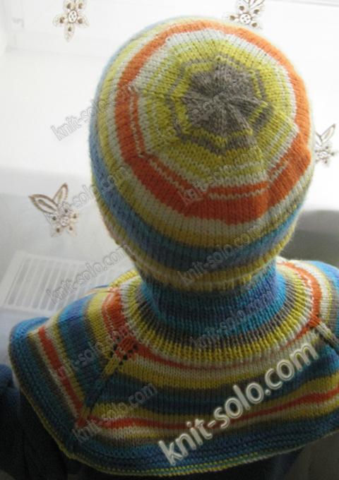 Вязаный комплект для ребенка - шапка и манишка - knit-solo.com